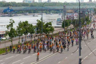 Desfile de ciclistas en Moscú 2015